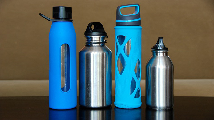 Stainless Steel vs Plastic Bottles: Which one to opt for?